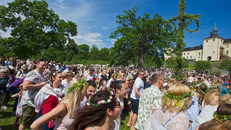 Midsummer celebration at Tyresö Castle