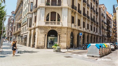 Diagonal Lateral Street Classic Pedestrian Tree Monument July Classic Bcn-35