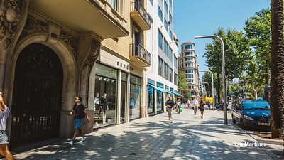 Diagonal Lateral Street Classic Pedestrian Tree Monument July Classic Bcn-36