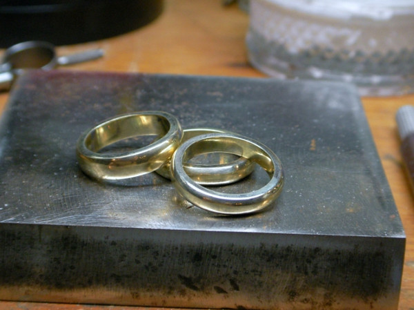 and here are the three rings on my bench pin. I have GOT to get my photo studio set up!!