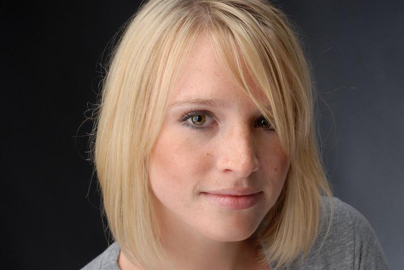 Julia Lowe 016
