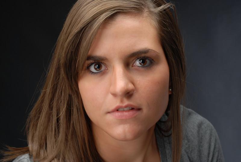 MIA WONDERS played by Mallory Jenkins