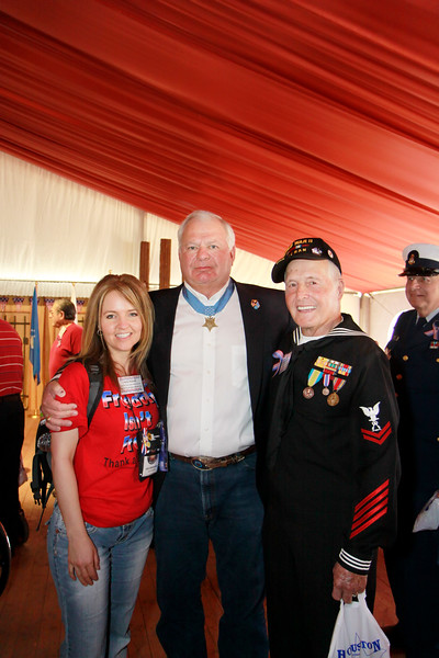 Military supporter Karie H. of Front Echelon Photography, Congressional Medal of Honor recipient, Mike Thornton and WWII veteran Ike Hargraves.