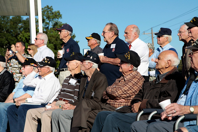 10Oct6 Flag Raising WWII veterans 021