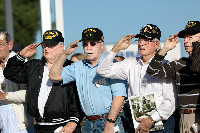 10Oct6 Flag Raising WWII veterans 005
