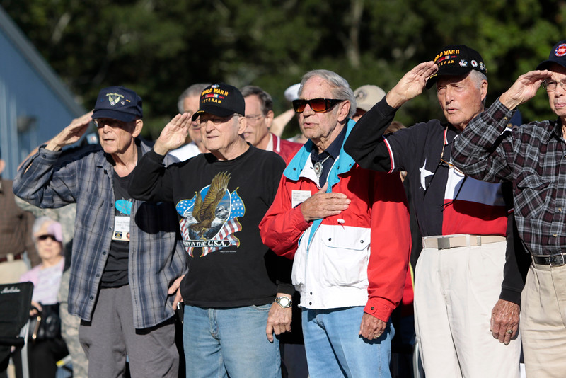 10Oct6 Flag Raising WWII veterans 007