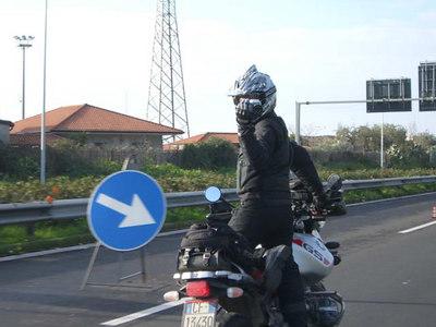 Scattare foto in moto era come stare su di un filo al circo, nel 2006.