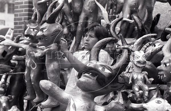 Vendedora de judas , mexico, 1985.