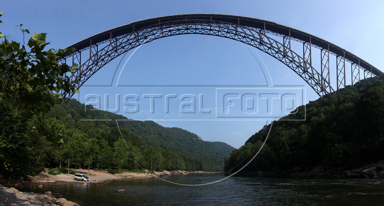 The New River Gorge and Bridge, West Virginia, USA. (Australfoto/Douglas Engle)