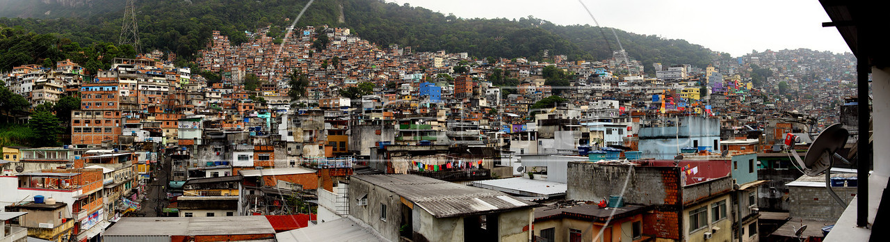 A view of the Rocinha slum in Rio de Janeiro, Brazil. (Australfoto/Douglas Engle)
