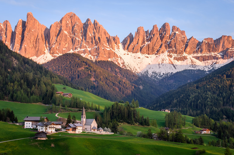 crowned valley   südtirol, italia