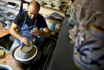 Ubaldo Grazia Maioliche, lavorazione a stampo - Deruta, Italy