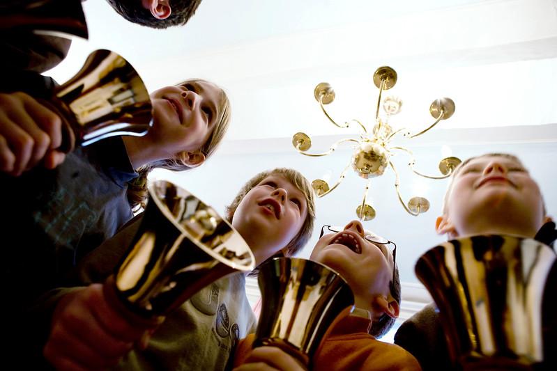 Children playing bells at Koninkjikle school