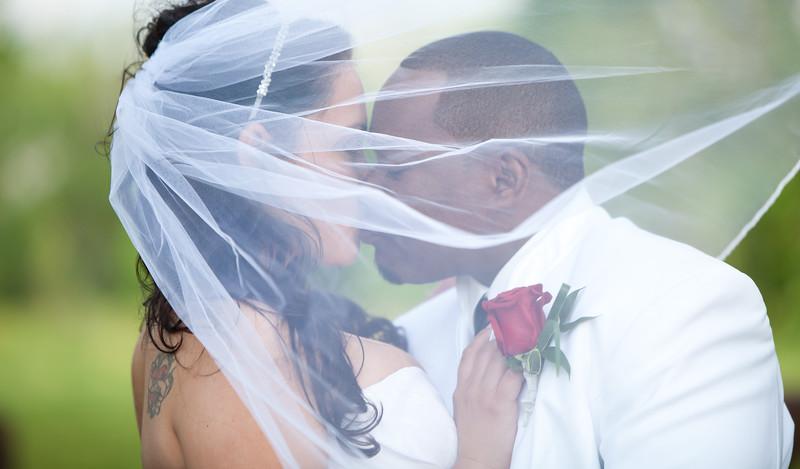 A kiss under the veil!