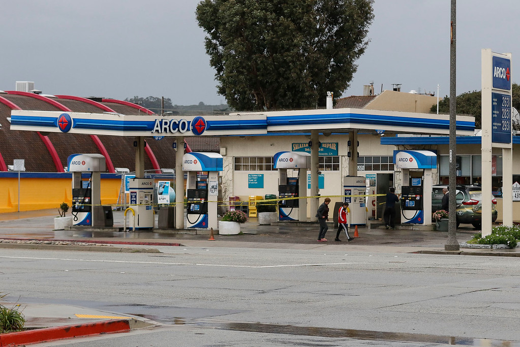 . The Arco gas station on the corner of Palm Ave. and Fremont Blvd. is temporarily shut down as one of the awnings becomes unstable due to the stormy weather on Sunday, January 8, 2017 in Seaside, Calif. (Vernon McKnight/Herald Correspondent)