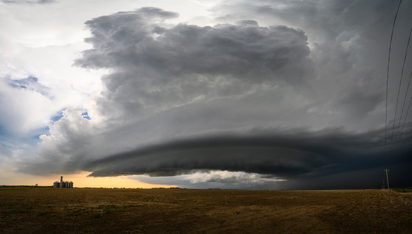 Supercell Thunderstorm Approaches the Grainery