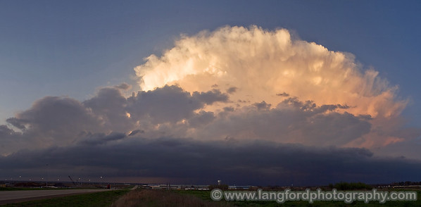 The setting sun was really lighting up the updraft here.  A line of junk from the South East was starting to stream in and kill off our visibility of the storm.