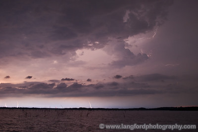 Our last stop of the evning was along Lake Lavon, off of 380.  These storms were quite a bit north of us.  We also had occassional red lightning along the horizon that was from storms way up along the red river.