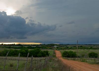 First real gimps of the tornado can be seen to the right of the small rain shaft in the middle of the picture... but still not very visible.
