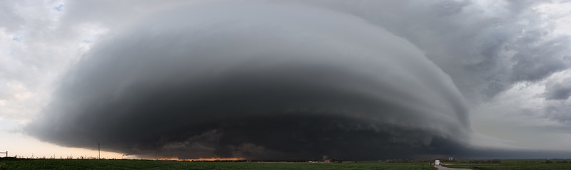 An outflow-dominant supercell approaches Dill City, OK, from the west on April 26, 2013.
