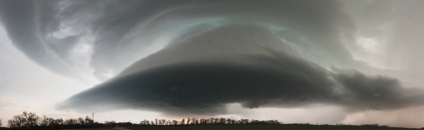 A classic supercell puts on an amazing show of storm structure near Mangum, OK, on March 18, 2012.