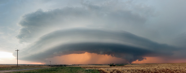 An HP supercell bows eastward on approach to Clinton, OK, on May 19, 2012.
