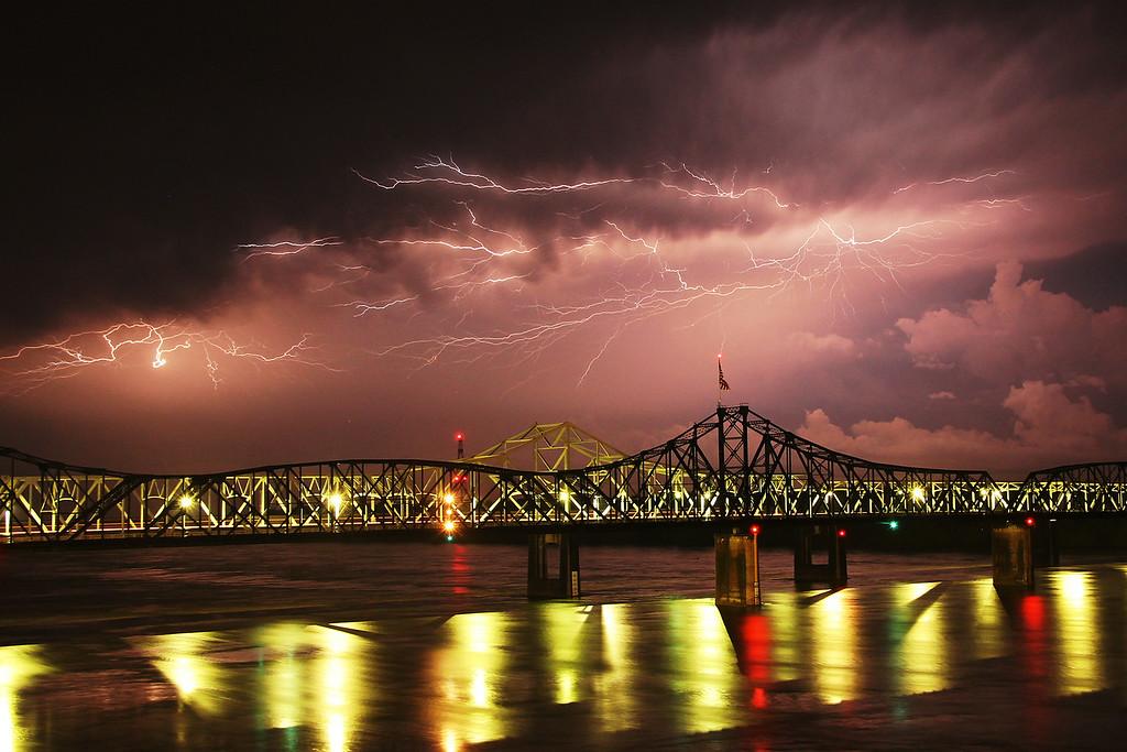 IMAGE: https://photos.smugmug.com/Storms/i-9MwKP5q/0/XL/Lightning06062013%20030-XL.jpg