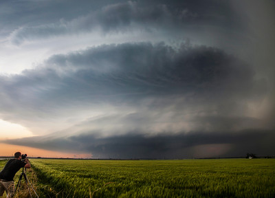 Jason Weingart photographs a storng rotating storm in southern Oklahoma, 5/7/14.  Photo by Dan Whittaker.