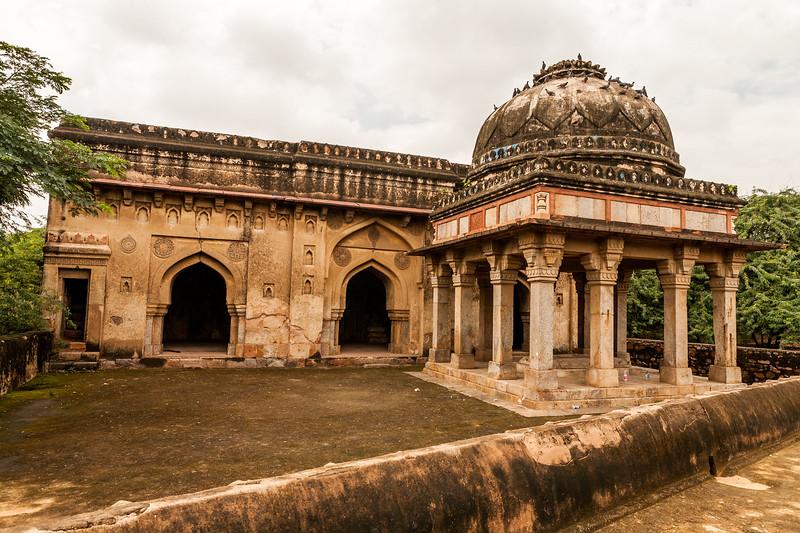 Structure next to the Rajon ki Baoli, Mehrauli Archaeological Park, Delhi