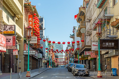 No activity on this side stree in Chinatown.