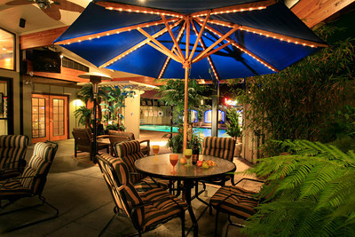 //www.pacificplazahotels.com/   Humboldt  Bay Inn.  Eureka, CA.    What a great heated outdoor patio and pool area, much loved by all the guests.