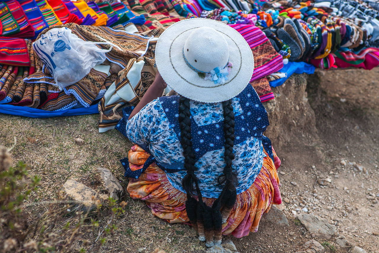 Cholita vendors on Isla del Sol, Lake Titicaca, Bolivia