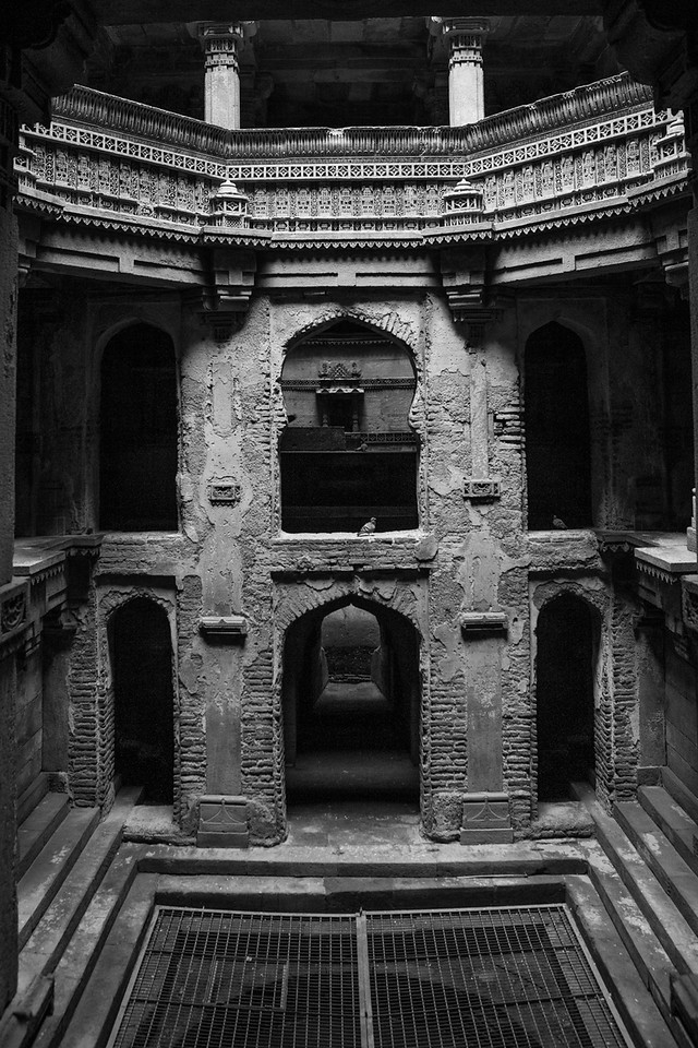 This is a 5 storeyed step well in the village of Adalaj, just outside of Ahmedabad.