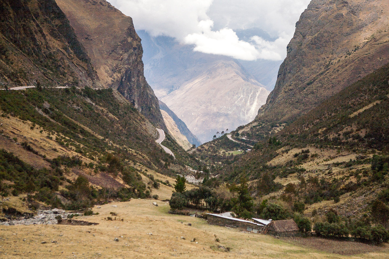 The many mountain crossed on the way from Cusco to Machu Picchu