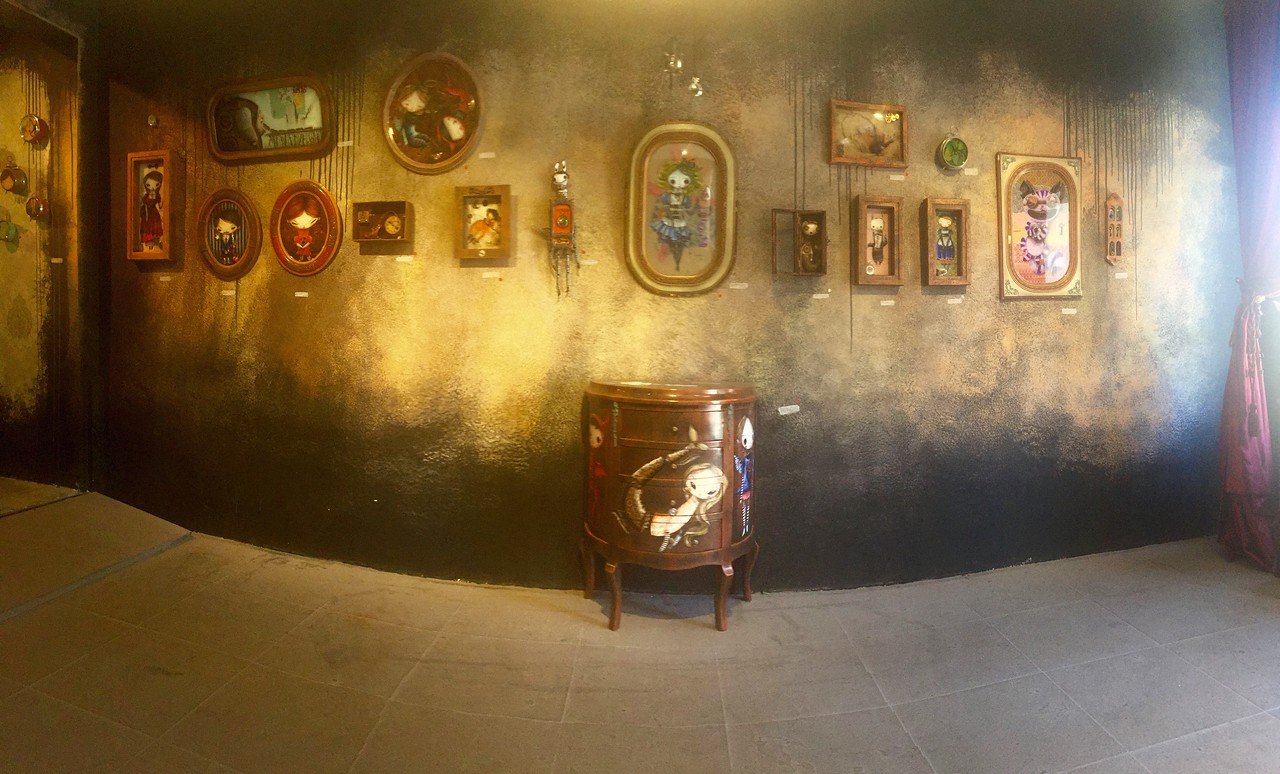 Art gallery representing various Brazilian street artists