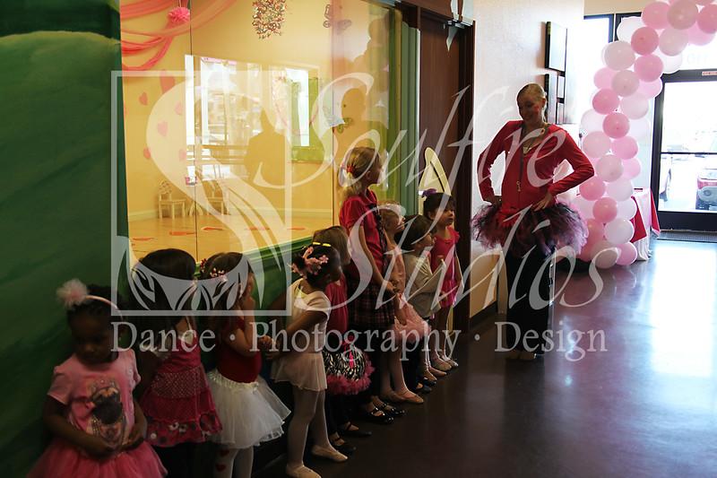 039 Pinkalicious Benefit 2012