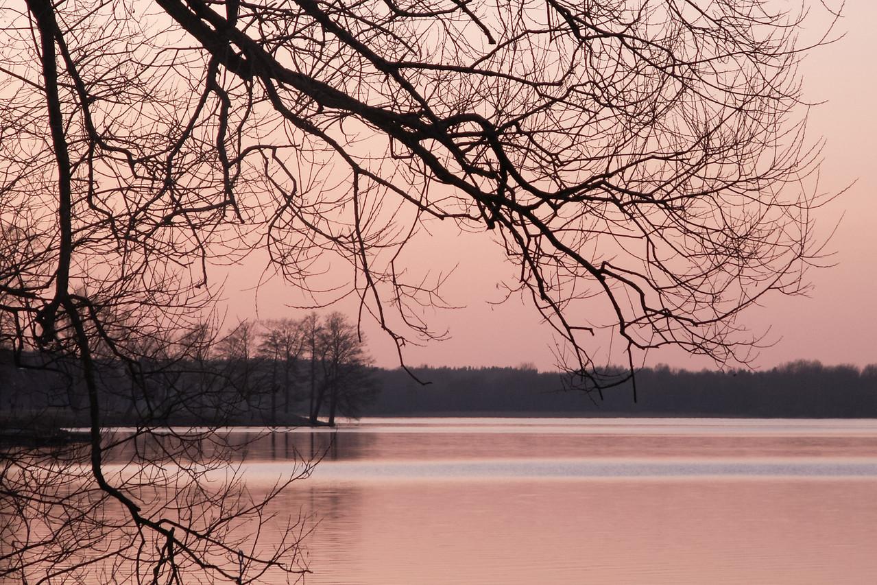 Norra Strandvägen/Lurudden. View over Västerviken. 2007 Mar 28 @ 19:06