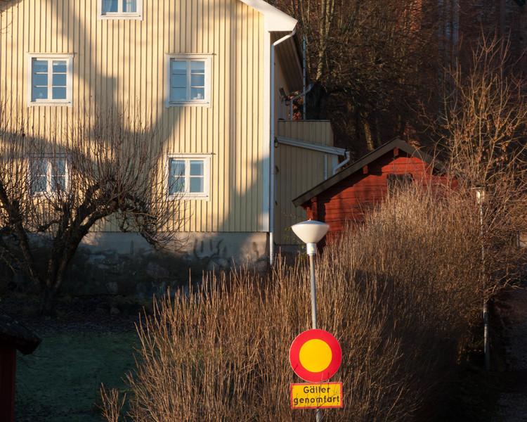 Strängnäs. Östra strandvägen/Gymnasiegränd. 2008 Dec 21 @ 10:22