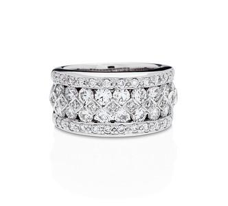 Strömdahls Juveler http://www.stromdahl.se  08 24 04 65  Alliansring i vitguld eller guld. 54 diamanter 2,44 carat. Butikspris: 90.600:-