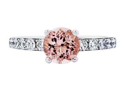 Strömdahls Juveler http://www.stromdahl.se  08 24 04 65   Ring i vitguld med morganit 1,23 carat och 10 diamanter 0,44 carat Ca. 33.500 kr