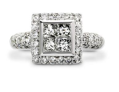 Strömdahls Juveler http://www.stromdahl.se   08 24 04 65  Ring i vitguld med Mitt – 4 diamanter 0,61 carat. Runt om och skenan – 40 diamanter totalt 0,72 carat. Butikspris: 48.000:-