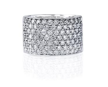 Strömdahls Juveler http://www.stromdahl.se   08 24 04 65  Ring i vitguld med 87 diamanter totalt 2,51 carat. Butikspris: 66.700:-