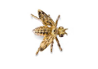 Strömdahls Juveler http://www.stromdahl.se  08 24 04 65   Brosch i guld med 2 rubiner. Finns även i vitguld.  9.950kr