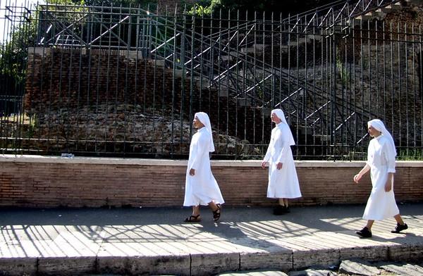 Nuns of Rome