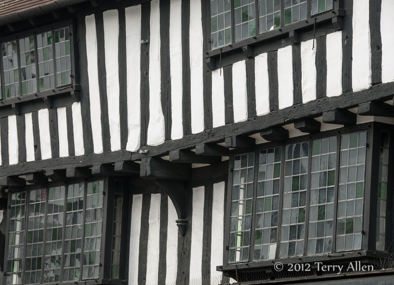 Detail-of-timber-frame-and-plaster-infill-building-with-leaded-glass-windows,-Stratford-upon-Avon