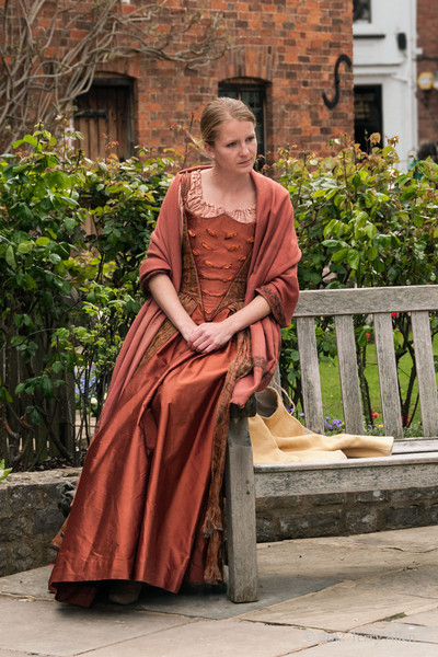 Shakespearean-actress-doing-a-scene-from-Shakespeare-at-Shakespeare's-birthplace-2,-Stratford-upon-Avon