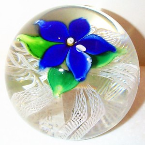 """DCP04205D4-""""S70""""-Gentian...Strathearn D4 """"S-70"""" Magnum Gentian Blue flower over five double latticino twists and a clear ground, 3.7"""" x 2.9"""" & 34 ozs. Flat cut polished base. No label. Signed & dated with a """"70"""" center cane and an """"S"""" cane on the base. Discontinued May 1, 1978. acquired 10-29-01."""