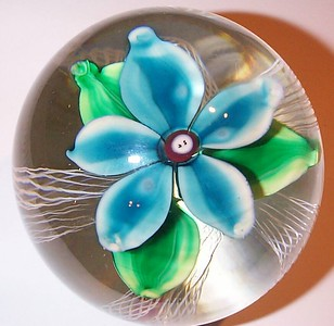 """DCP4608D4-S75 Turquoise....Strathearn D4 """"S75"""" Magnum Turquoise flower over five double latticino twists and a clear ground, 3.6"""" x 3.5"""" & 38 ozs. Flat cut & unpolished base. No label. Signed & dated with a """"75"""" center cane and a red """"S"""" on the base. Discontinued May 1, 1978. acquired 11-16-04."""