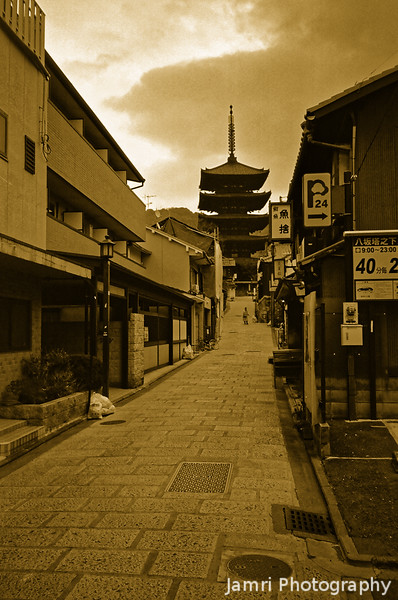 Towards Yasaka Pagoda