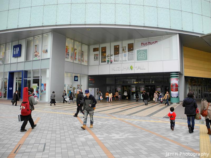 "Entering the Kuzuha Mall. No sign of <A href=""http://smu.gs/HZ9MNf"">Keiko Kuzuha</A> unfortunately."